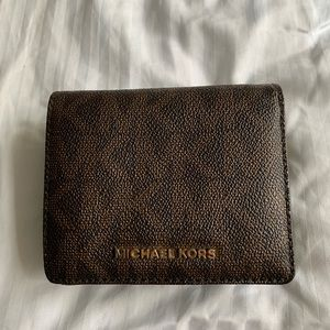 Real authentic Micheal Kors wallet . EUC.